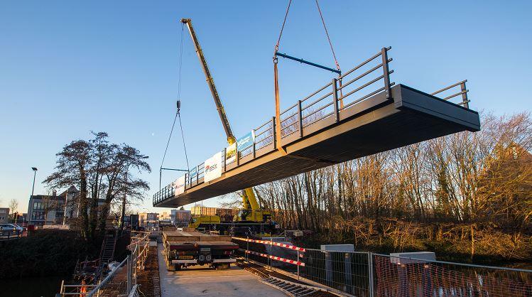 Langste composietbrug ter wereld in Brugge