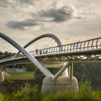 Leveren en plaatsen van voetgangers- en fietsbruggen in composietmaterialen